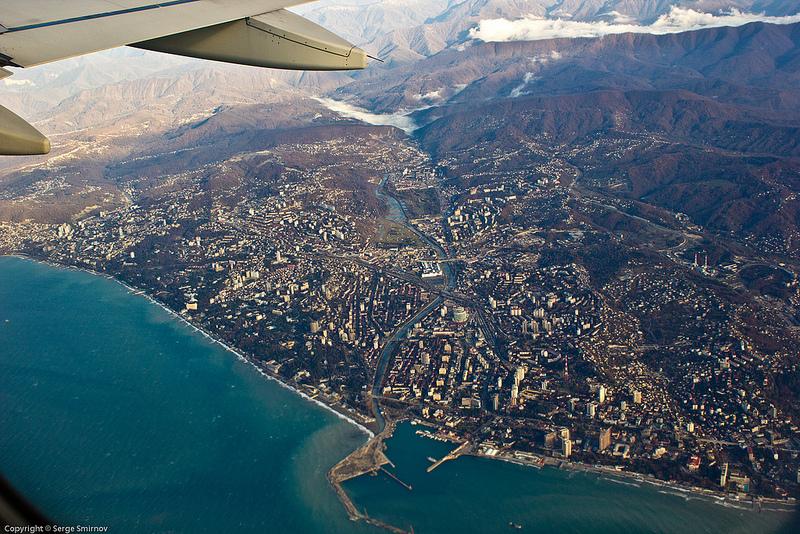 Вид на центр Сочи из окна самолета